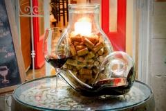 osteria-8-etti-vetrina-vino-sughero3