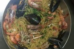 Spaghetti con sugo misto di mare