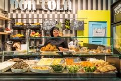 Il banco della gastronomia dei prodotti tipici siciliani