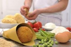 Preparazione degli arancini siciliani
