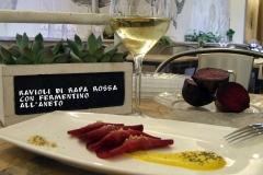 Ravioli-crudisti-di-Rapa-Rossa-con-ripieno-di-Fermentino-Aneto-flora-verona