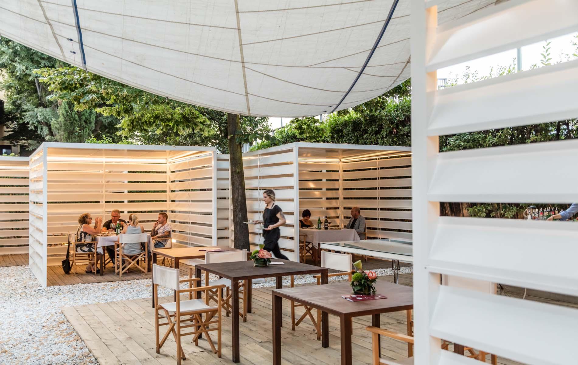 I tavoli in giardino a L'Architettura del Cibo