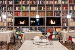 La libreria della sala interna de L'Architettura del Cibo