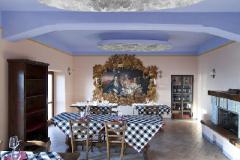 La sala principale e il quadro simbolo del ristorante Le Tre Terrazze