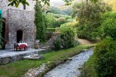 tavolo-sulle-rive-del-ruscello-del-ristorante-bernardone