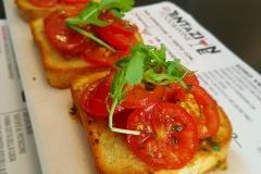 bruschetta-pomodoro-fresco-la-tentazione-food-and-wine-aperitiviecene