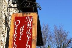 Insegna dell'Osteria del Mandorlo a Calvi