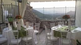 L'ambiente esterno del ristorante 'La Terrazza sulla Storia'