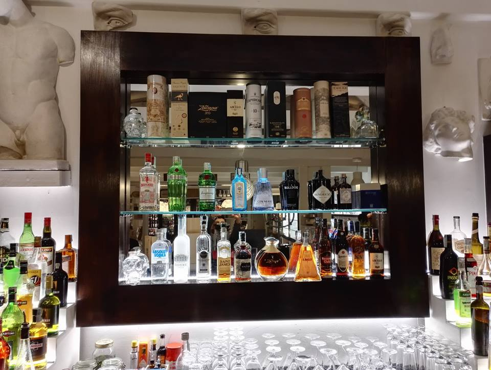 alcolici-scaffale-legno-giordanobruno2.0
