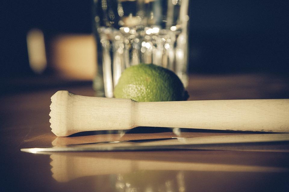 caipirinha-cocktail-preparazione
